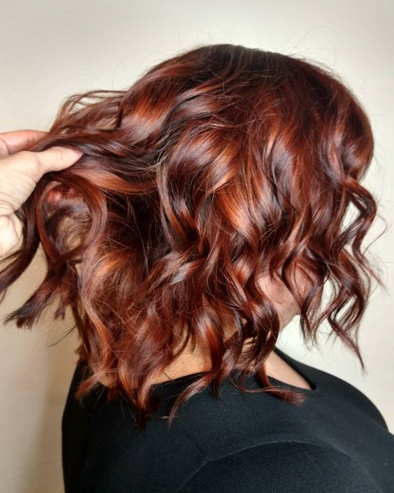 shoulder length highlighted red hair